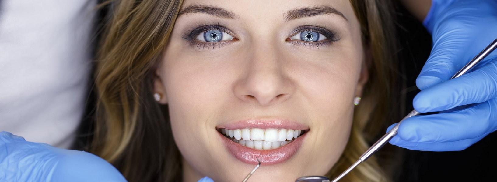 pacjent na fotelu dentystycznym