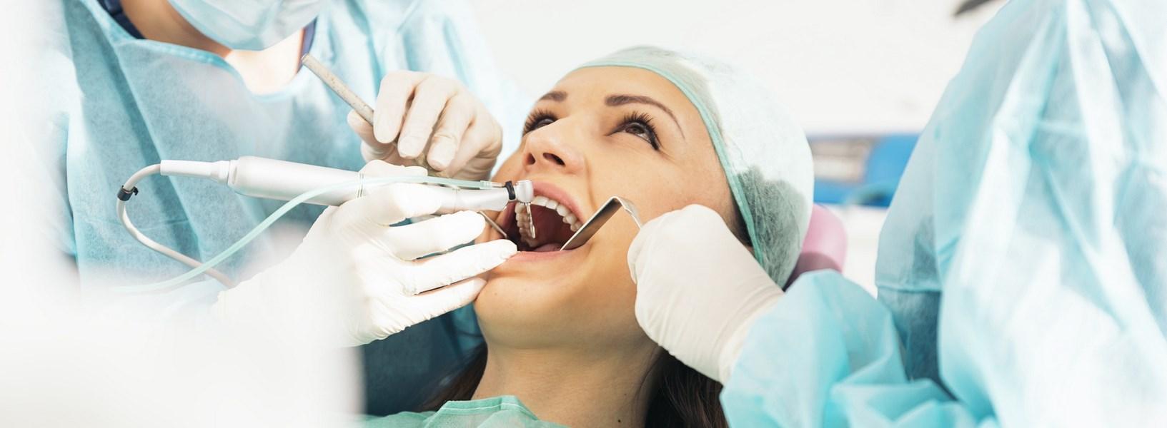 bezbolesna chirurgia stomatologiczna w Legnicy