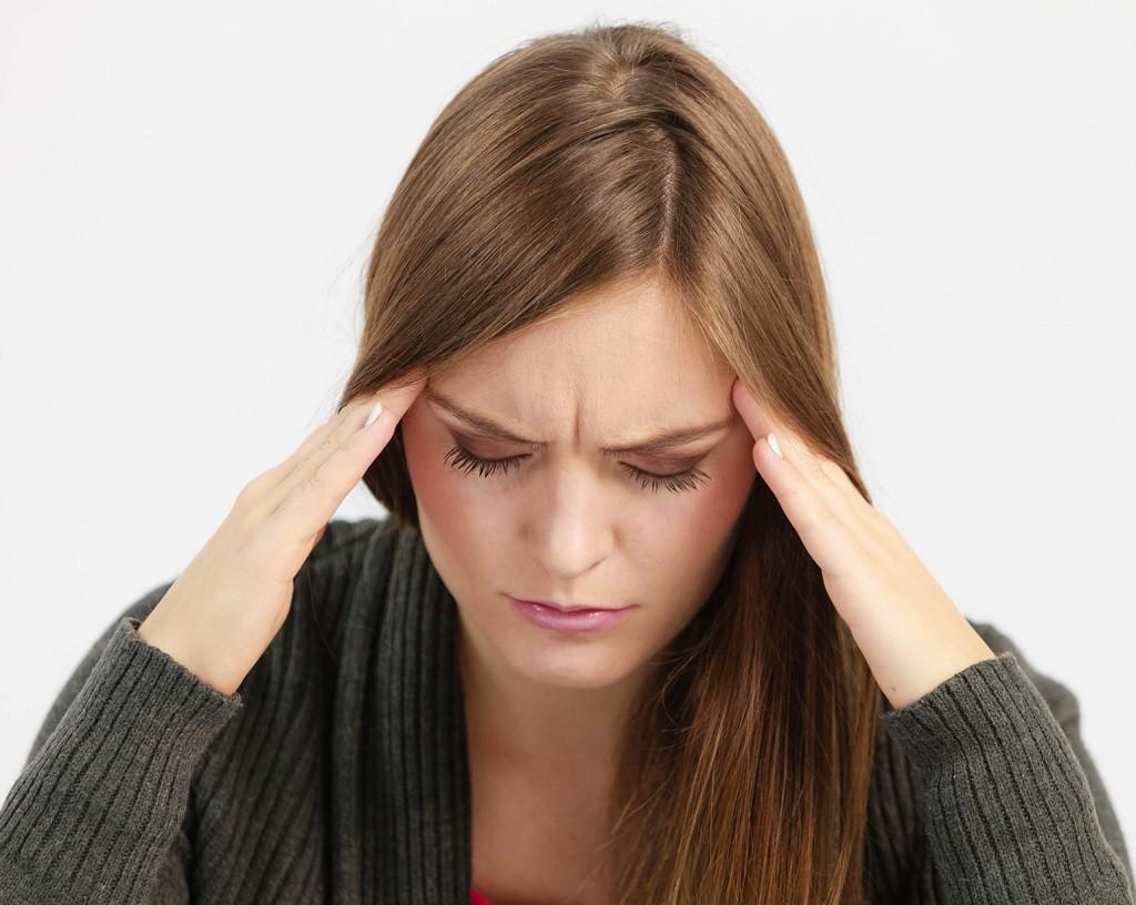 migrena u młodej kobiety