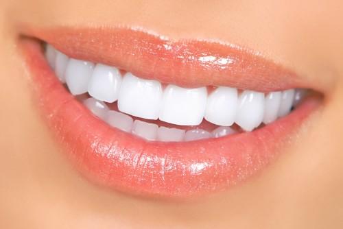 Czy usta można powiększać zarówno przy użyciu botoksu jak i kwasu hialuronowego?